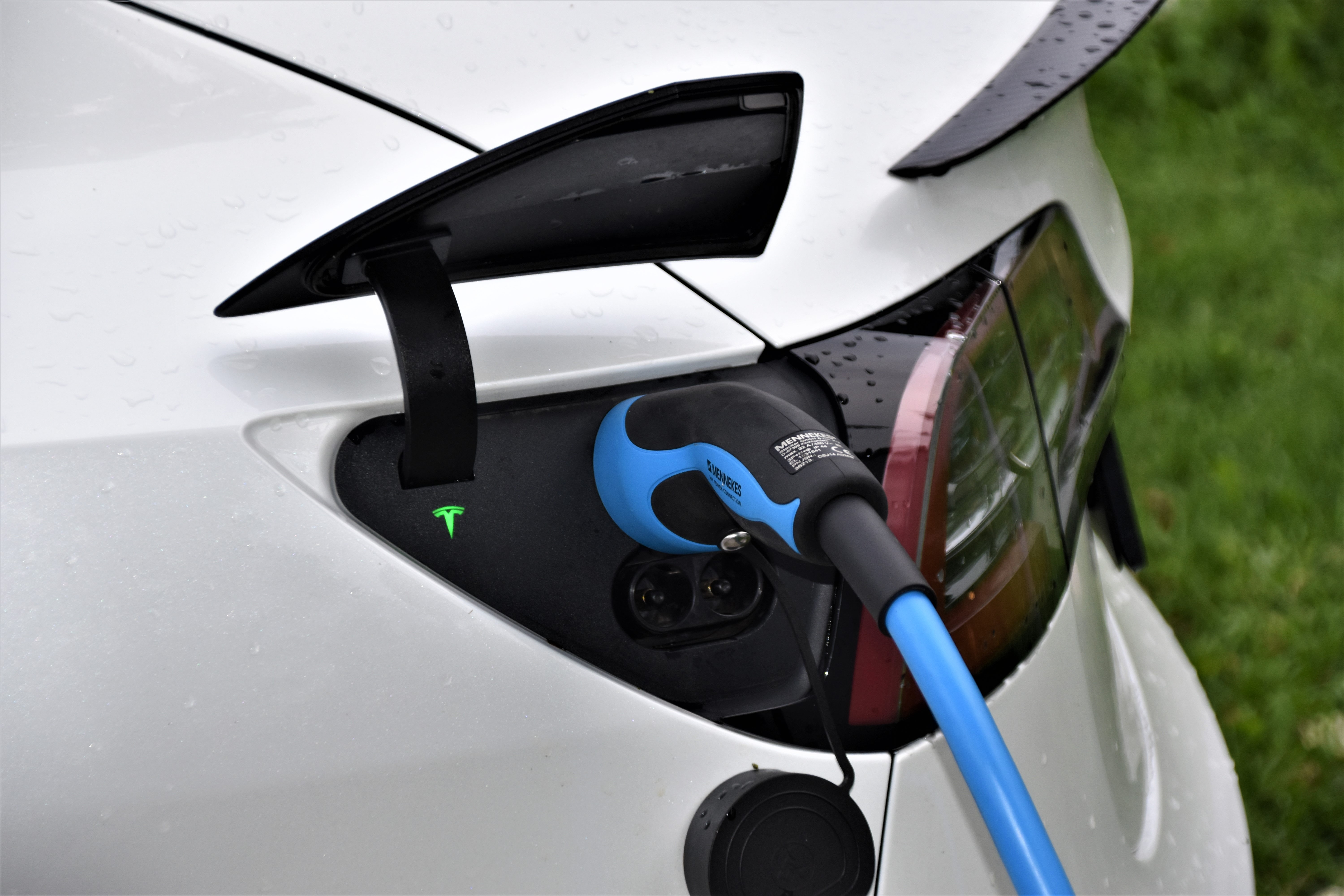 report-future-emobility-plugged